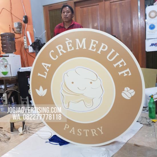 Jasa Pembuatan Neon Box di Sampang, Harga Termurah dan Kualitas Terpercaya